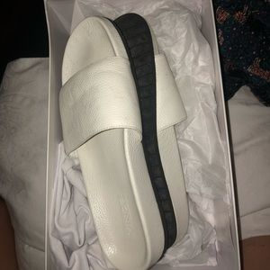 VINCE LEATHER SANDALS IN BOX